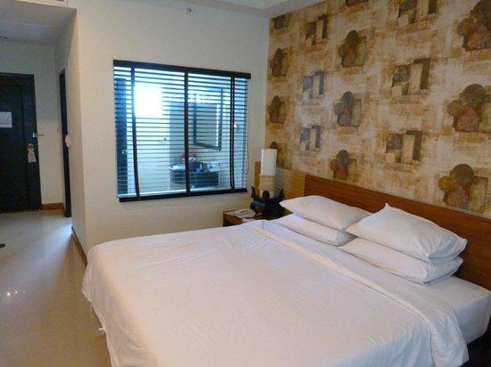 Access Resort & Villas : Our room, bed & bathroom