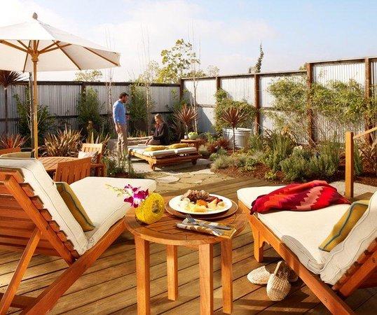 Carneros Resort and Spa: Cottage Harvest Back Patio