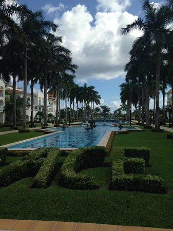 Hotel Riu Palace Mexico: walkway to beach and pool