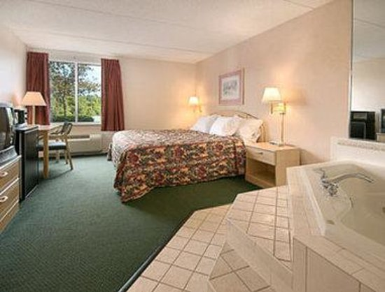 Days Inn Carlisle South: Jacuzzi Suite
