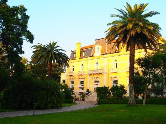 Pestana Palace Lisboa Hotel & National Monument : Fachada do Hotel virada para o jardim