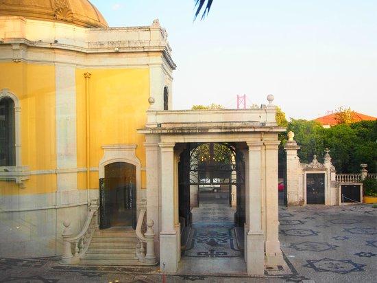 Pestana Palace Lisboa Hotel & National Monument : Acesso ao estacionamento do Hotel