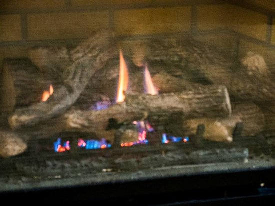 Hotel Blue: Gas-fired fireplace