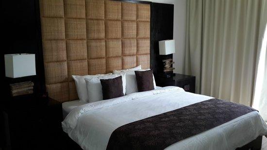 Las Perlas Hotel & Resort Playa Blanca: Rica y moderna cama