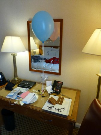 London Marriott Hotel Maida Vale: Welcome gifts