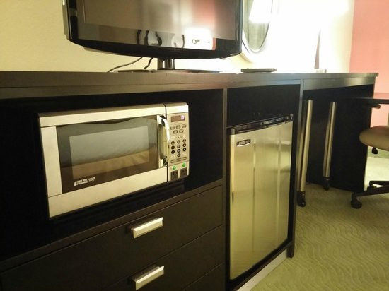Holiday Inn Express Greenville I-85 and Woodruff Road: TV, microwave, fridge
