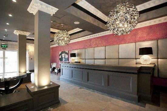 St James Hotel: Lobby