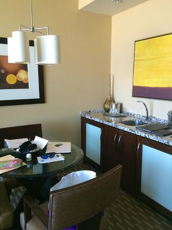 ARIA Sky Suites: dining area with sink and refrigerator