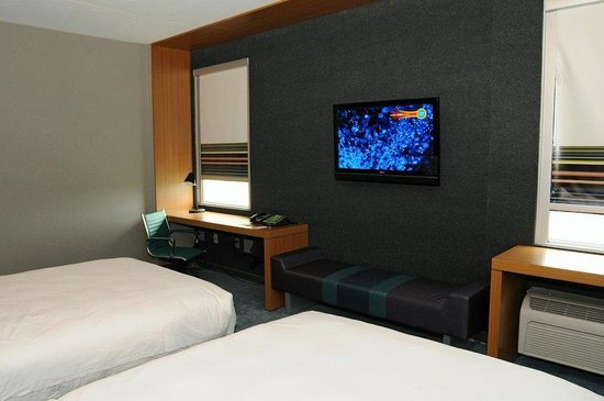 Aloft Montreal Airport : Double Bed Guestroom