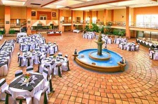 Barcelona Suites: Lobby Restaurant