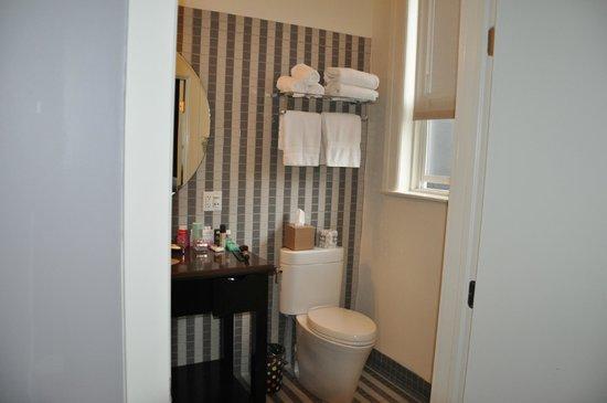 Hotel Union Square: Bathroom