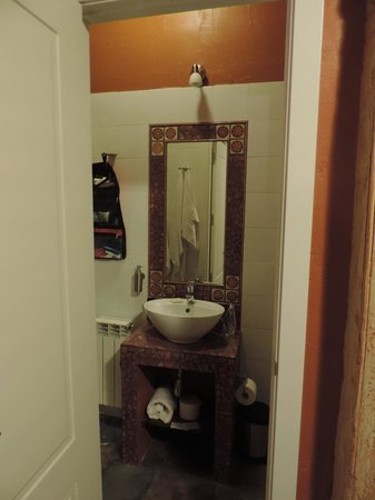 Artistic B&B : Bathroom in our room