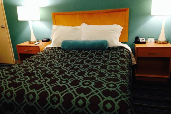 Azul Inn West Los Angeles: CLEAN COMFY BED