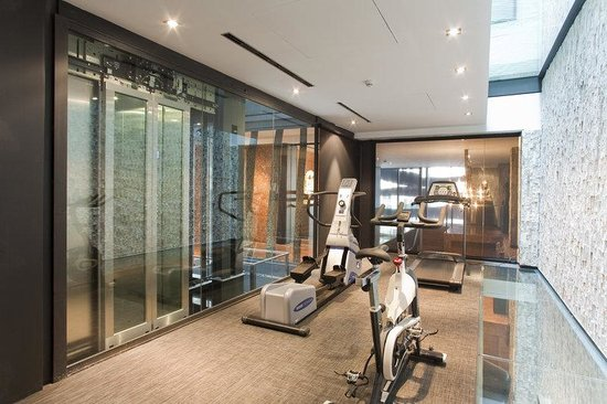 Suites Avenue: Gym