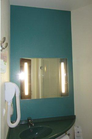 ibis Styles Deauville Villers : Salle de bain