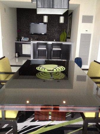 ARIA Sky Suites: Yemek odası