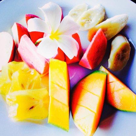 Pacific Resort Aitutaki : Breakfast fruits