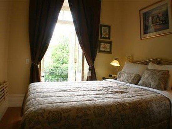 Gingerbread Manor Bed & Breakfast : Carleton