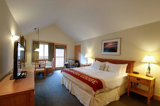 Minnewaska Lodge: King Cliff View Room