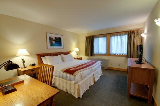 Minnewaska Lodge: King Room