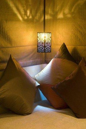 Serene Pavilions: SITTING DECK IN BEDROOM
