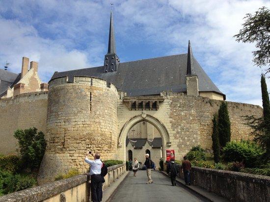 Chateau de Montreuil-Bellay : Chateau Entrance