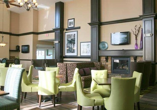 Hampton Inn & Suites Exeter: Lobby