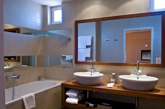 Mamaison Riverside Hotel Prague: Suite Bathroom at Mamaison Hotel Riverside Prague