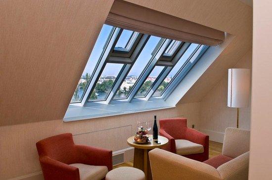 Mamaison Riverside Hotel Prague: Suite at Mamaison Hotel Riverside Prague