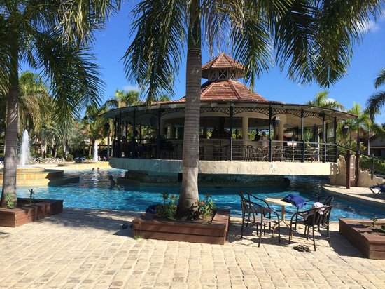 IFA Villas Bavaro Resort & Spa: Pool with the bar on top (less noisy and busy, really relaxing)