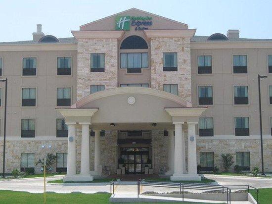 Holiday Inn Express & Suites Del Rio: Del Rio Hotel Exterior