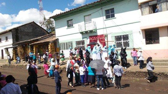 Hostal Refugio Terra Esperanza: Prosession de semana santa