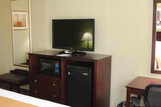 Holiday Inn Express Hotel & Suites Indianapolis W - Airport Area: High Definition TV, Microwave oven, Mini-fridge