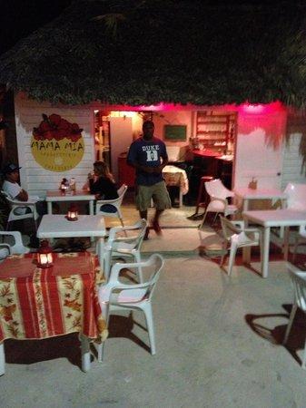 Mama Mia Spaghetteria - Caffetteria: Il locale e il suo gerente Joel