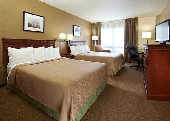 Quality Inn & Suites P.E. Trudeau Airport-Montreal: CNQUEENBED