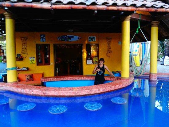 Hotel El Manglar: pool bar