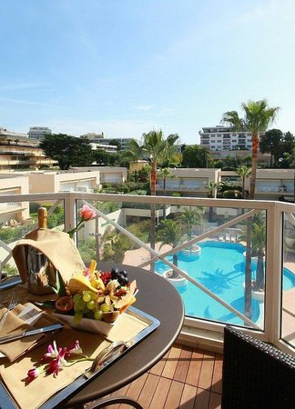 AC Hotel by Marriott Ambassadeur Antibes- Juan les Pins: Luxury Room Pool View