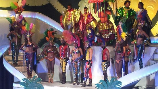 The Tropical at Lifestyle Holidays Vacation Resort: The shows are phenomenal. At the end they allow you take photos with the dancers. What an awesom