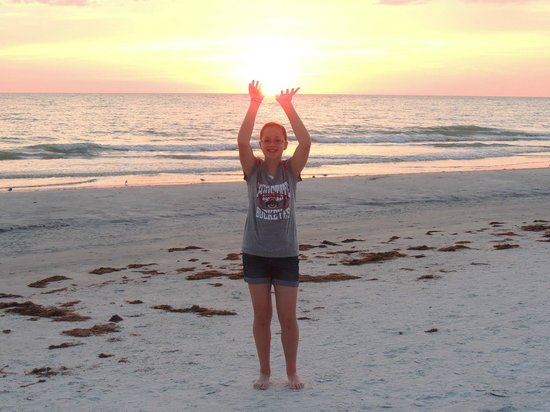 Sun Burst Inn: Mackenzie trying to hold up the sun before it sets...