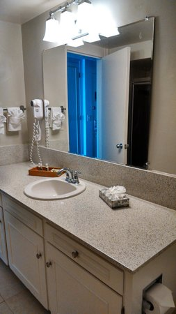 La Jolla Cove Hotel & Suites: Bathroom Sink