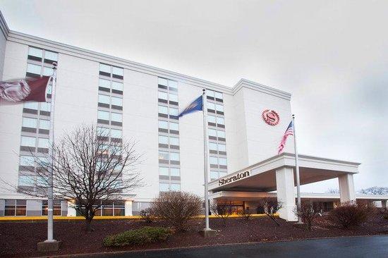 Sheraton Pittsburgh Airport Hotel: Exterior
