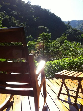 El Silencio Lodge & Spa: The deck looking out onto the valley