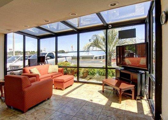Rodeway Inn & Suites: lobby