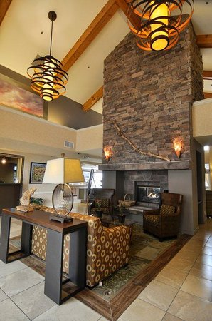 Red Lion Inn & Suites Tempe: Red Lion Fireplace F