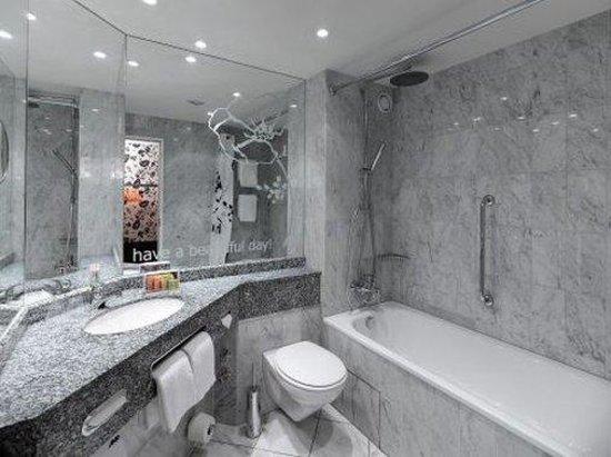 pentahotel Berlin-Köpenick: bathroom