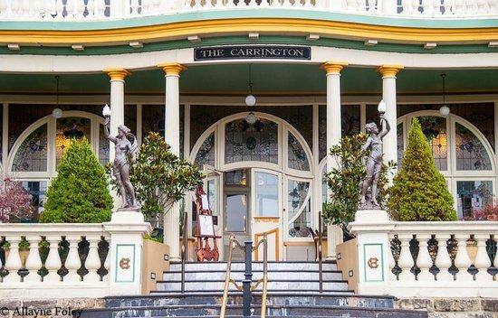 The Carrington Hotel: Entrance