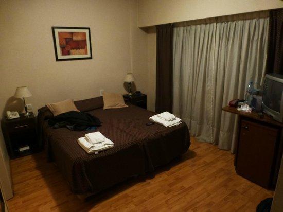 Viasui Hotel: Room... quite dark
