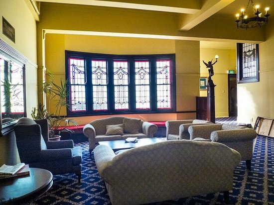 The Carrington Hotel: Seating area