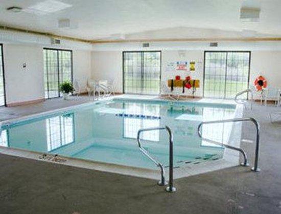 Baymont Inn & Suites Michigan City: Pool