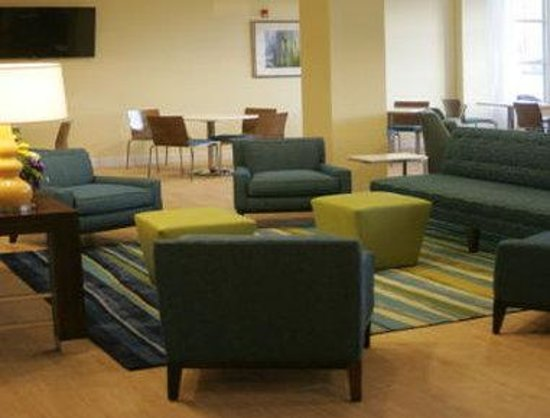 Days Inn & Suites Altoona : Lobby